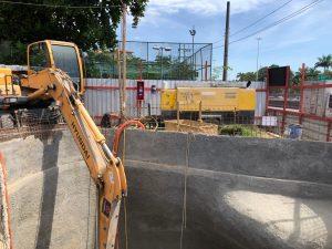 PV 240 escavando